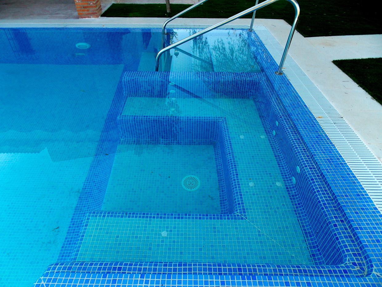 Revestimientos con gresite o vitreo de piscinas en granada for Revestimiento piscinas gresite