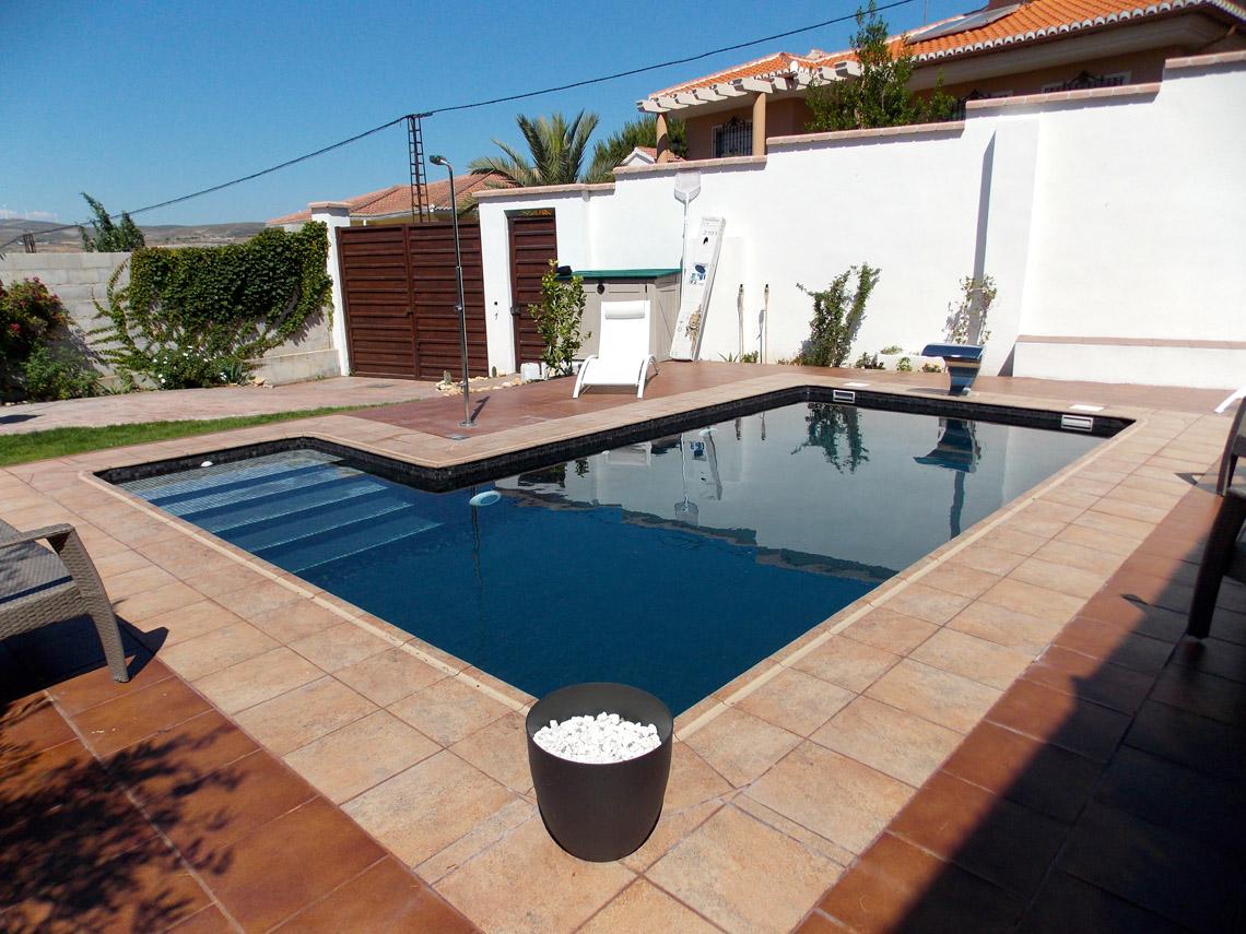 Empresa de construcci n de piscinas de hormig n en jaen for Material de piscina