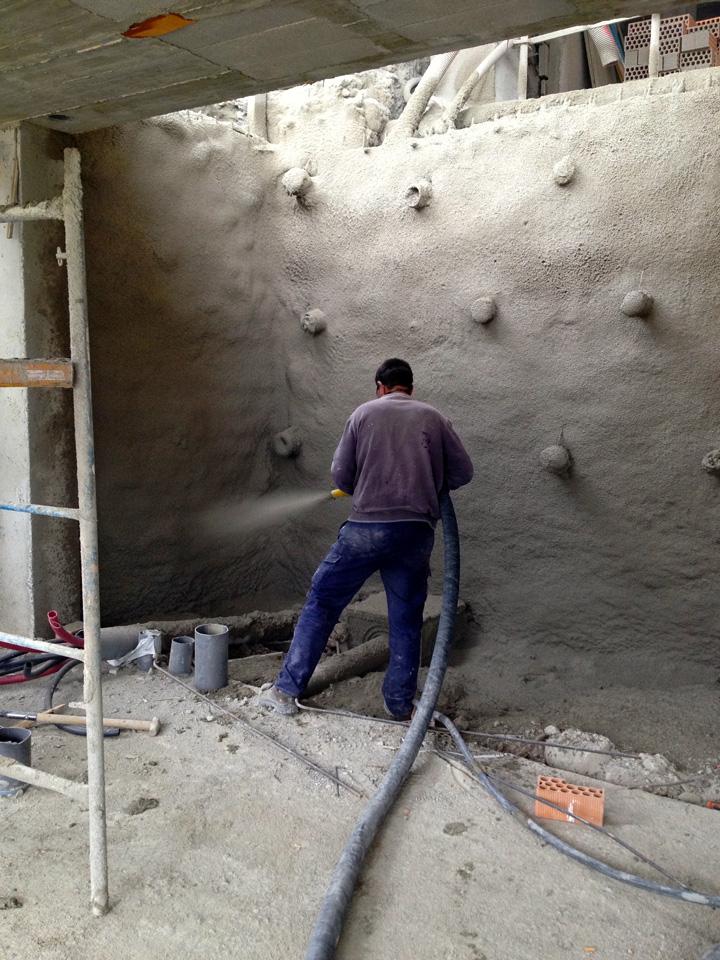 Empresa constructora con hormigon proyectado en granada for Construccion de piscinas en granada