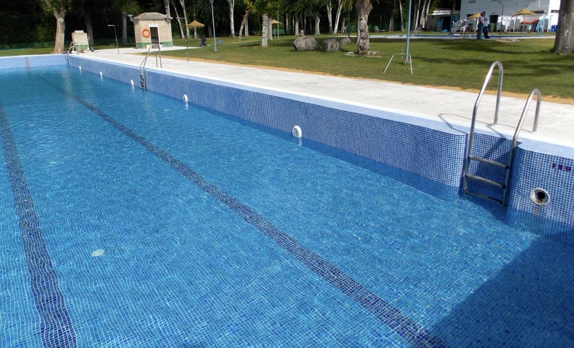Empresa para la construcci n de piscina p blica en granada for Piscina 02 granada