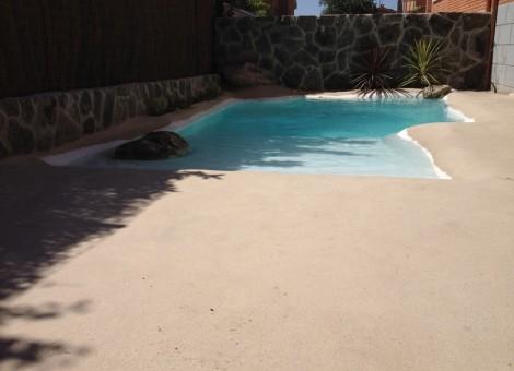 Construcción de piscina tipo playa en Granada