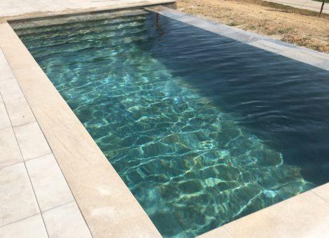 piscina con escalones de obra completos en Granada
