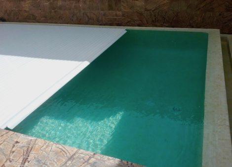 piscina con cubierta de láminas rígidas en Granada