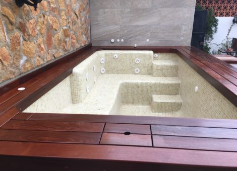 Venta y construcción de spa prefabricados y de obra en Granada