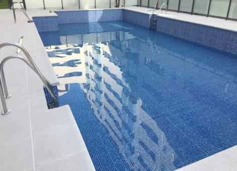piscina grande con liner en Granada